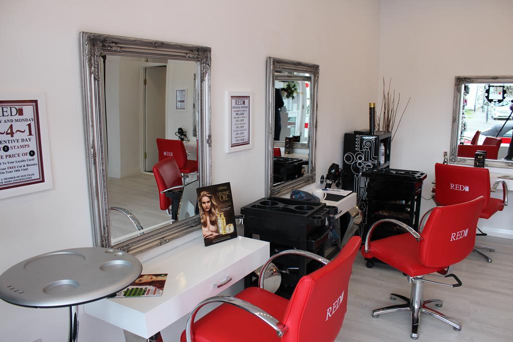 Red Hair Salon, Battle