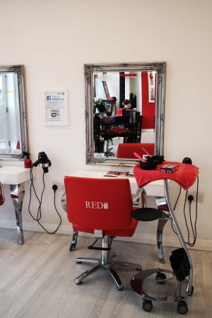 Top-Hair-Salon-in-Battle-Red-Hairdressers